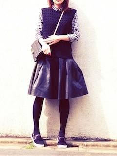 1ネイビーニットベスト×チェックブラウス×フレアースカート