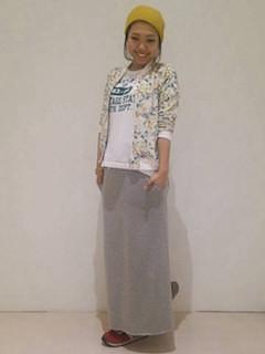 4グレーのロングスカート×花柄ブルゾン
