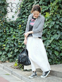 5白マキシ丈スカート×ギンガムチェックシャツ