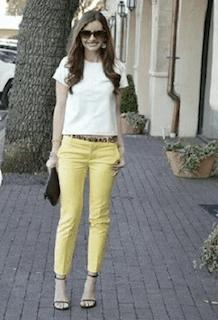 9夏サンダル×白Tシャツ×黄色パンツ