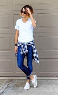 10白Tシャツ×デニムパンツ