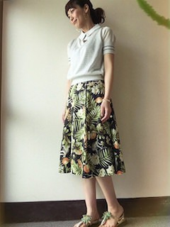 9夏ポロシャツ×ベスト×ボタニカルスカート