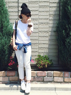 6白Tシャツ×白デニム