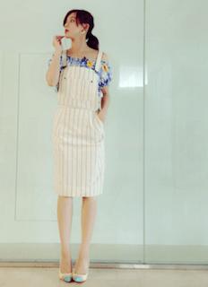 3スカートのサロペット×花柄オープンショルダー×パンプス