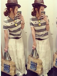 2レディーストートバッグ×ボーダーTシャツ×白マキシ丈スカート