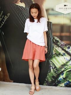 5ピンクのキュロット×白Tシャツ×ウェッジソールサンダル