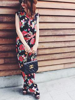 9花柄のオールインワン×ブランドショルダーバック×厚底サンダル
