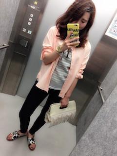 2ピンクのシャツ×ボーダーTシャツ×黒レギパン