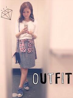 8チェックシャツ×白Tシャツ×タイトスカート