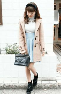 2ピンクのダッフルコート×タートルニット×Aラインスカート