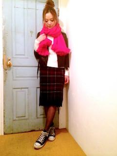 7ピンクのマフラー・ストール×セットアップ×白ニット
