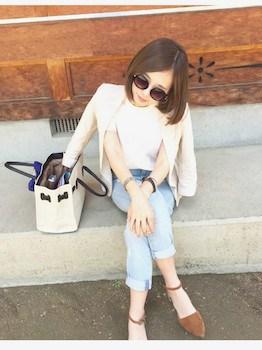 4白のサマージャケット×白Tシャツ×ジーンズ