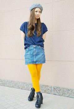 5春夏のボートネックTシャツ×デニムスカート×黄色タイツ