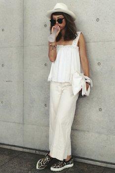 11白のキャミソール×白ワイドパンツ×白ハット