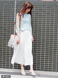 1白のスカーチョ×水色のノースリーブ