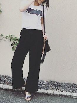 4キャラTシャツ×ワイドパンツ×ショルダーバッグ
