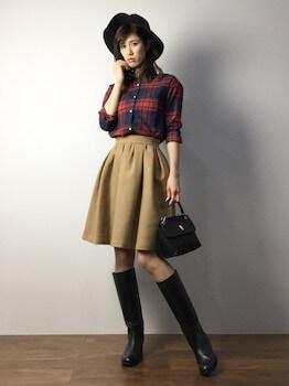 フレアスカート×ロングブーツ×ネルシャツ