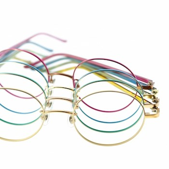 丸メガネの選び方5 フレームカラー