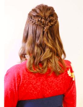 6卒業式で袴に合う編み込みセミロングの髪型