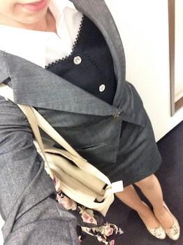 8シングルボタンの入学式のレディースのスーツ
