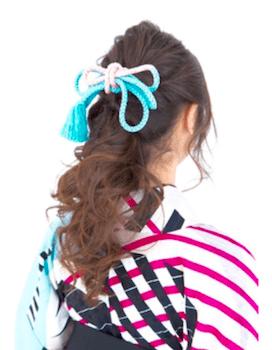 8卒業式で袴に合うくるりんポニーのロングの髪型