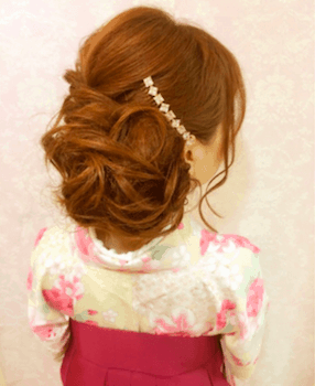 22卒業式で袴に合うエアリーお団子の髪型
