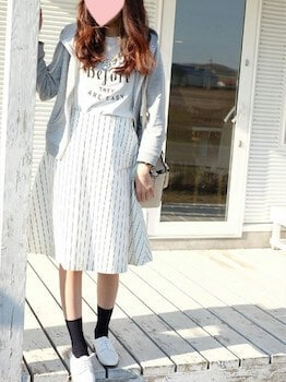 ストライプフレアスカート×プリントTシャツ×パーカー