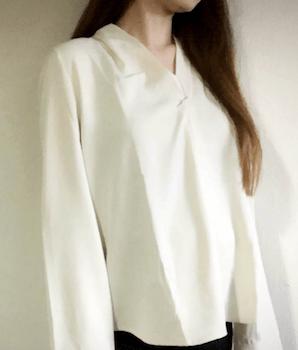 とろみ素材のレディースに人気な白シャツ