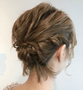 結婚式で人気のショートの編み込みアップの髪型