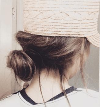 麦わら帽子に似合う髪型4:崩しゆるりんぱ