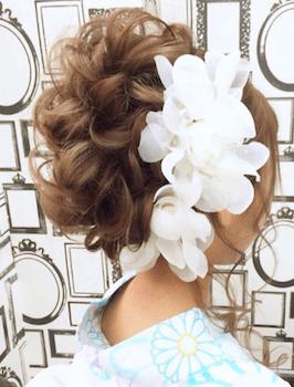18浴衣に合うレディースのカールアップのロングの髪型