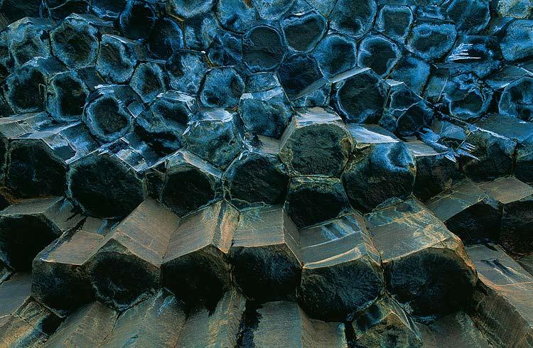 Кристаллы заствышей лавы. Водопад Свартифосс