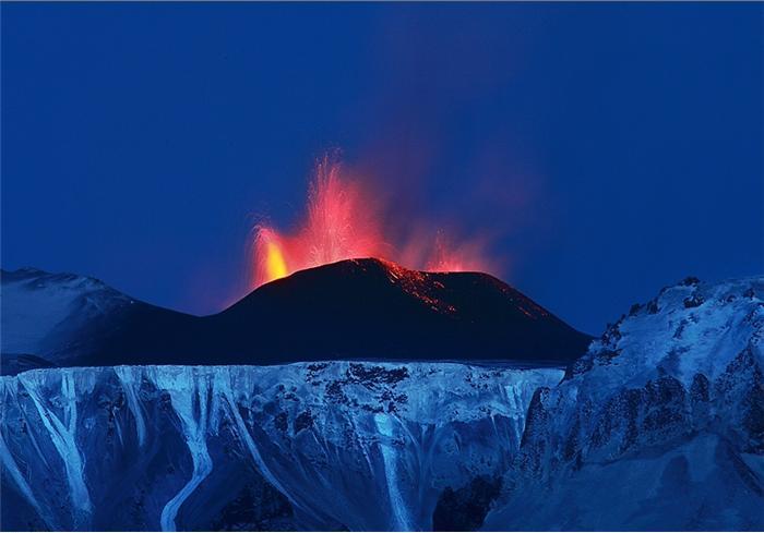 Извержение вулкана Эйяфьятлайокудль. Фото
