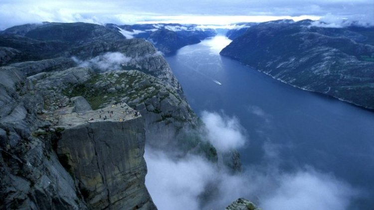 Панорама - Прекестулен и Люсе-фьорд. Фото