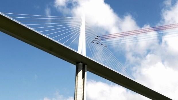 Виадук Мийо - самый высокий транспортный мост в мире. Фото
