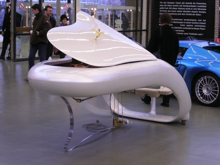 Рояль Schimmel Pegasus Grand Piano от Луиджи Колани. Фото