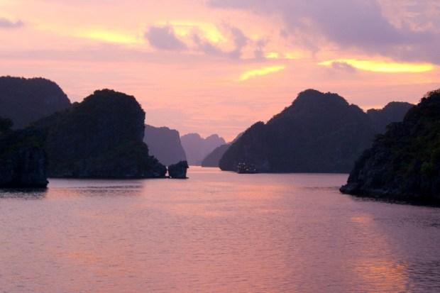 Красивое фото бухты Халонг. Вьетнам. Фото