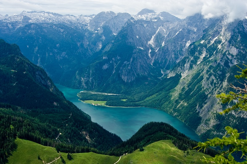 Озеро Кенигзее в Национальном парке Берхтесгаден. Германия. Фото