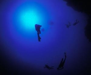 Большая голубая дыра изнутри (Great Blue Hole). Фото