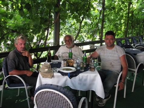 Kosilo je častil lastnik restavracije (desno)