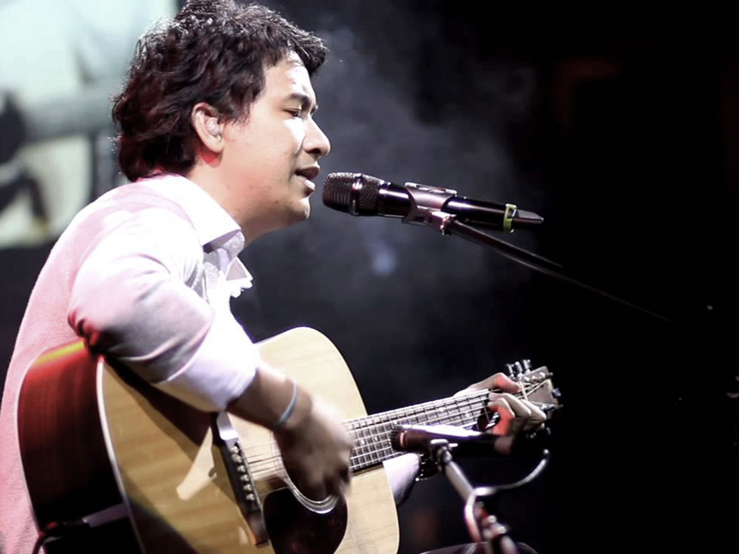 Ely Buendia performing live with his guitar