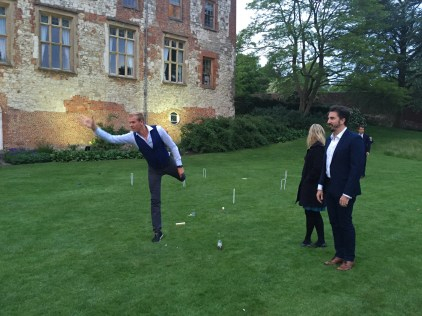 A gentile session of quoits before the reception