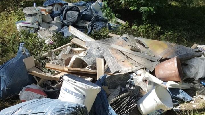 Wald wird zur Mülldeponie – Illegale Abfallentsorgung im Wald ist verboten und birgt Gefahren