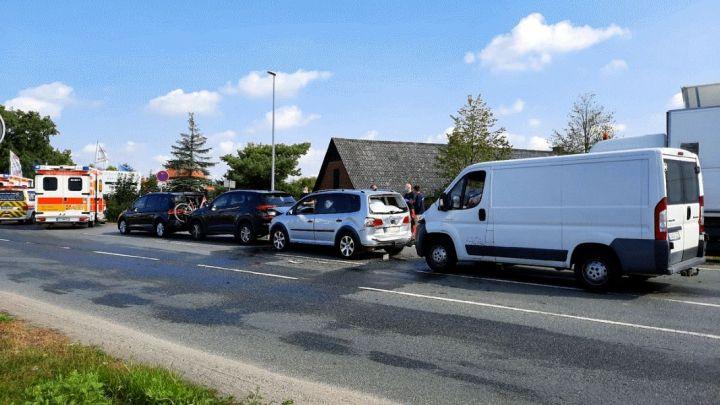 Auffahrunfall mit vier Fahrzeugen – drei Verletzte
