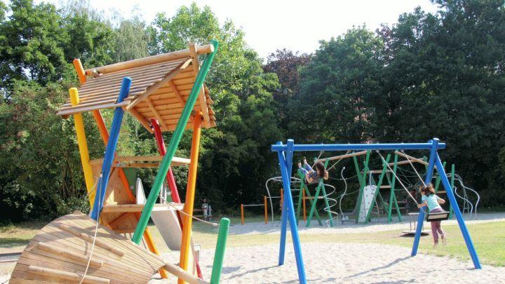 Ein Platz voller Kinderwünsche: Neuer Spielplatz Am Weißen Turm ist fertig