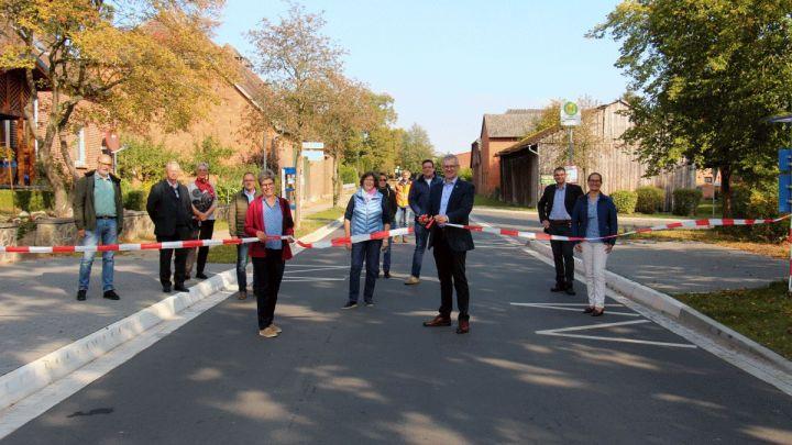 Symbolische Freigabe: Ortsdurchfahrt Holxen offiziell eingeweiht