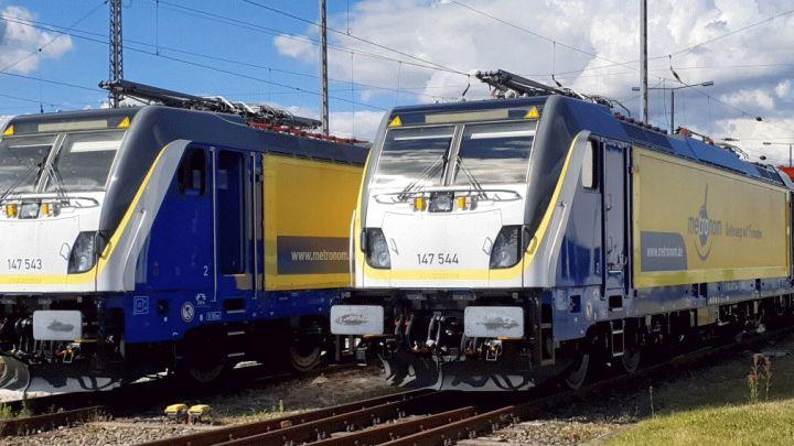 Zwei Mal mehr als 6.000 PS und jede Menge Technik: LNVG übergibt zwei neue Loks an metronom