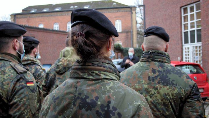 Ablösung im Gesundheitsamt: Zwölf Bundeswehrsoldaten übernehmen Aufgaben ihrer Kameraden