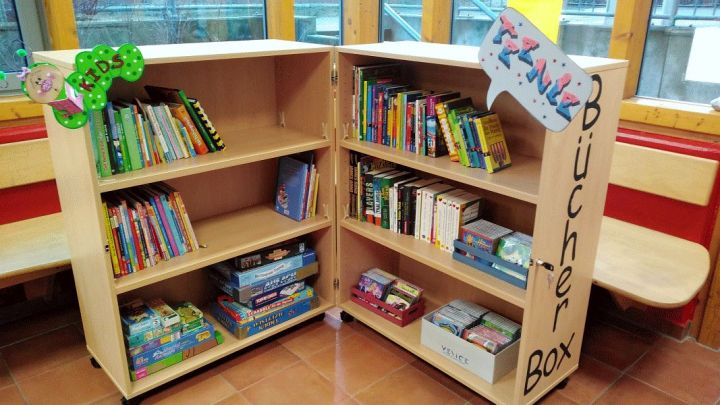 Bücher- und Spiele-Tauschschrank: Uelzener Baxx mit neuem Angebot für Kinder und Jugendliche