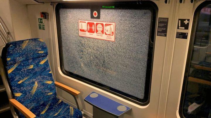 Sieben Zugscheiben eingeschlagen und Fahrausweisautomat in Winsen/Luhe beschädigt